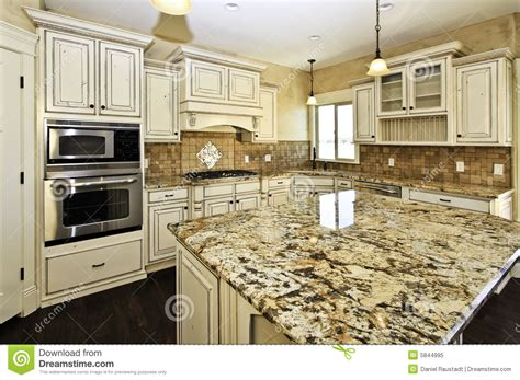 cuisine de luxe cuisine de luxe blanche spacieuse photo libre de droits