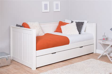 childrens trundle beds classic day bed with trundle 11120