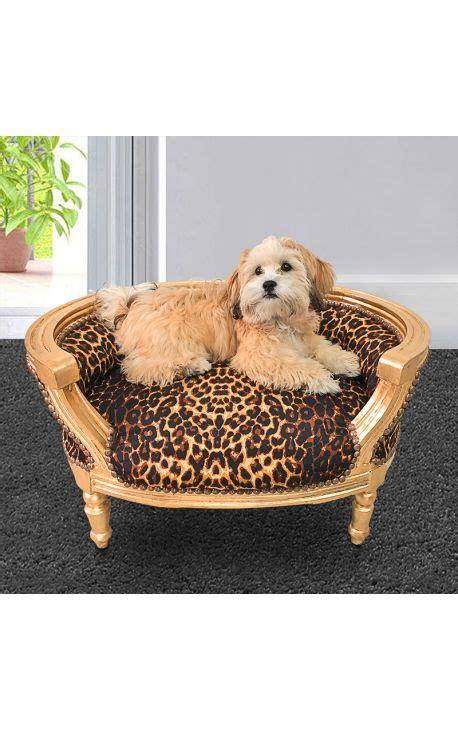 pipi de chien sur canapé en tissu canapé lit pour chien ou baroque tissu leopard et