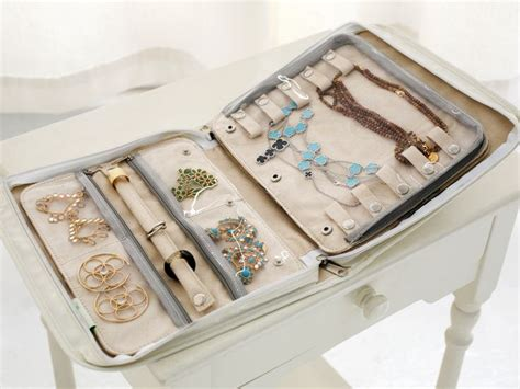 Travel Jewelry Organizer - This looks like it's the size