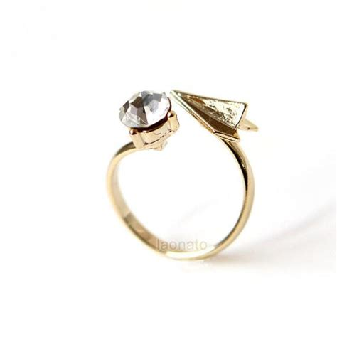 paper airplane and cz ring laonato