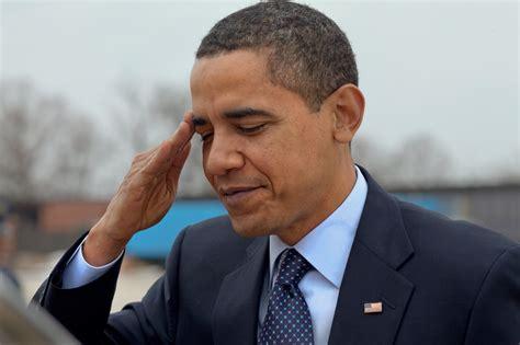 Filepresident Barack Obama Salutes At Andrews Air Force