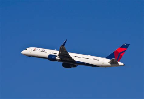 Delta Air Lines - Bing images