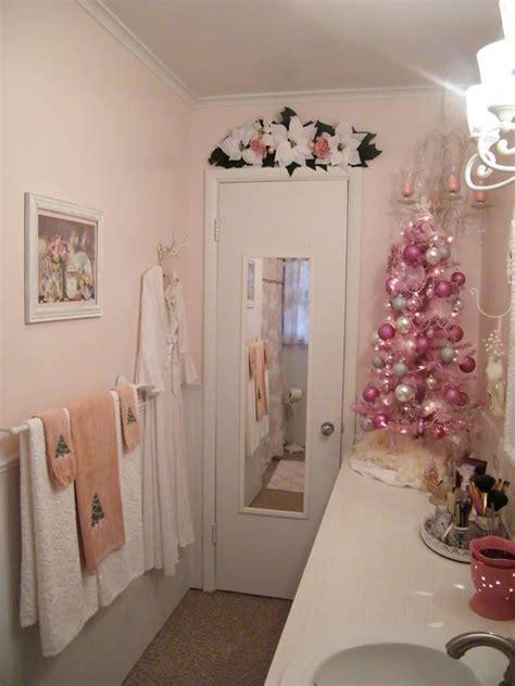 como decorar el bano en navidad dale detalles