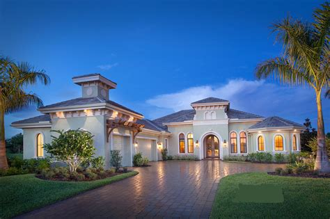 Luxury House: 4 Bedrm 4100 Sq Ft Home ThePlanCollection