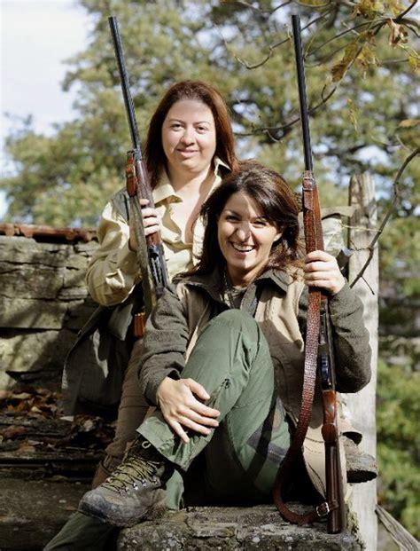 foto di donne fanno la doccia perch 233 le donne italiane fanno le cacciatrici