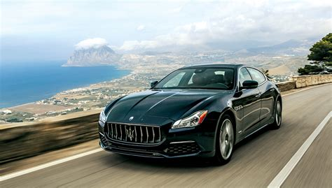 Luxurius Car : Top Luxury Cars Women Are Most Attracted To