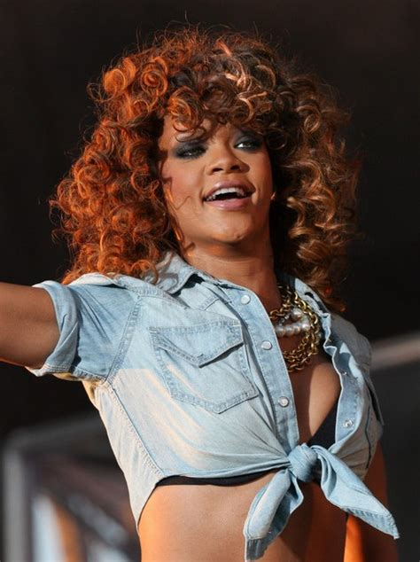 rihanna shoulder length curly hairstyles  layers hairstyles weekly