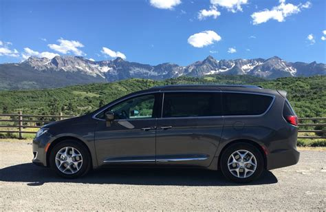Chrysler Chevy by Chevy Bolt Bmw M2 Chrysler Pacifica Win Best Of Year