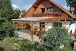 regenschutz balkon terrassenüberdachung alu glas oder holz hausgarten net