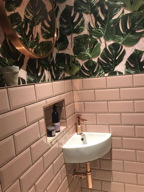 monstera green blush wallpaper en  homes