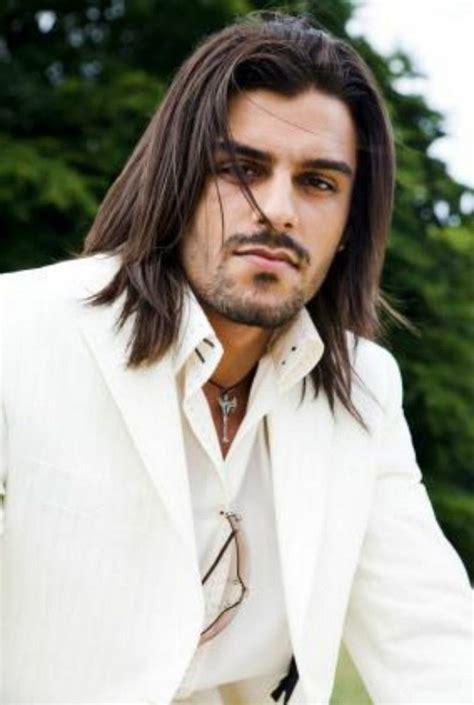 Cheveux long homme: exemples et astuces pour se pousser