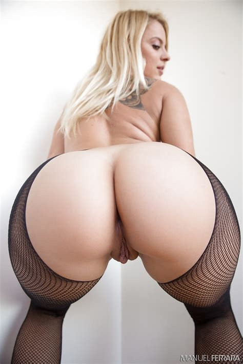 Pornstar Cameron canada Showing Off Booty In Short Skirt And Fishnet Stockings