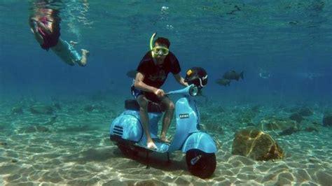 selfie  bawah air sembari naik vespa   umbul