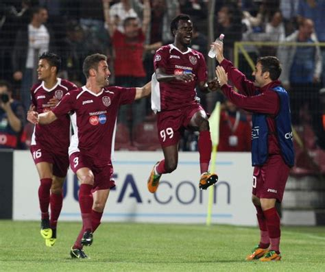 Cluj 1-2 Manchester United match report: Robin van Persie ...