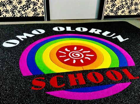 tappeto con logo tappeto intarsiato personalizzato olorun school mado