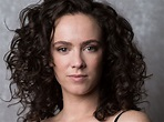 Amy Manson Biography, Career, Age, Height, Affairs & Net Worth