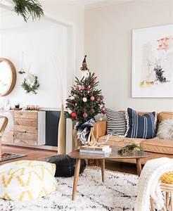 comment decorer un sapin de noel plus de 80 conseils With tapis rouge avec canape salon scandinave