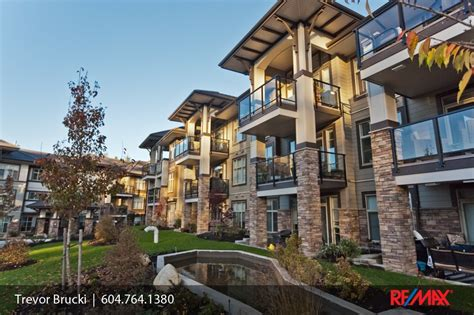 EDGEWATER CONDOMINIUMS, South Surrey / White Rock: 308