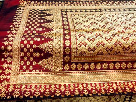 7 best traditional fabrics indoindians