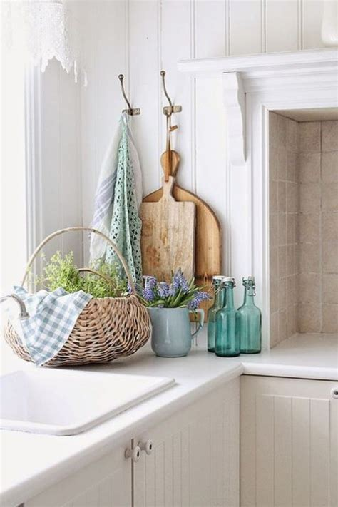 32 Refreshing Spring Kitchen Decor Ideas   ComfyDwelling.com