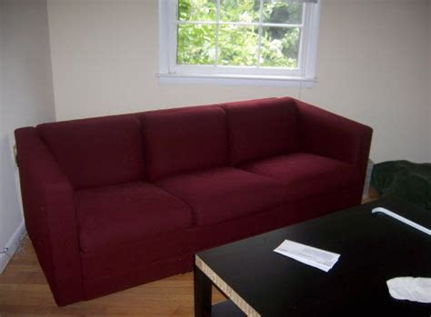 colour scheme for burgundy sofa cheery wall colors to suit roommate 39 s burgundy sofa