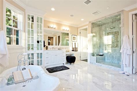 10 Luxury White Master Bathrooms You Will Love To Have