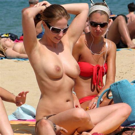Perfect medium size boobs - Voyeur Videos