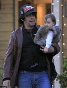The gallery for --> Kimberly Stewart Benicio Del Toro ...