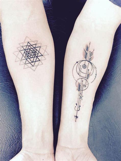tatouage avant bras bras complet ou tatouage manchette lequel choisir tatouages