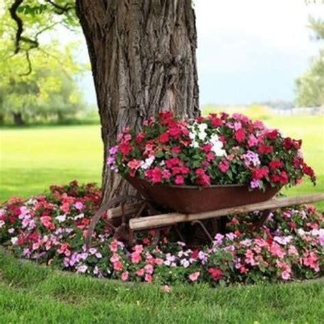 wheelbarrow planter ideas decorative wheelbarrow planter woodworking projects plans