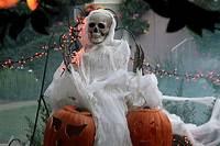cool halloween decorations 125 Cool Outdoor Halloween Decorating Ideas - DigsDigs