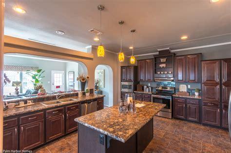 The La Linda VR42683A manufactured home floor plan or