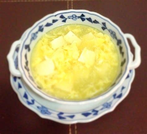 cuisiner restes de poulet soupe à l œuf et au tofu 豆腐と玉子のふんわりスープ le japon sur la table