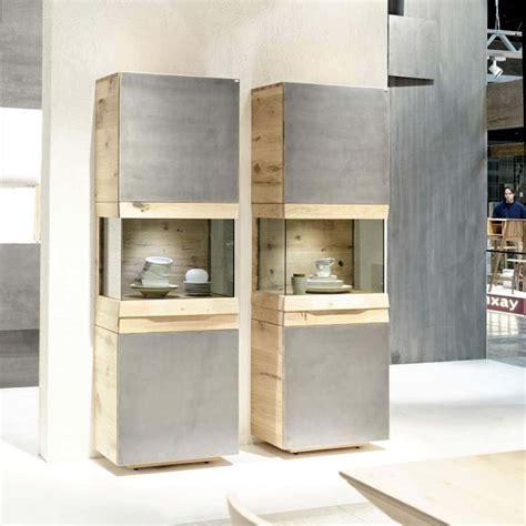 meuble colonne contemporain avec vitrine en chêne ou en noyer