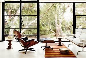 chaise eames une des icones du design contemporain With tapis de yoga avec chaise longue canapé