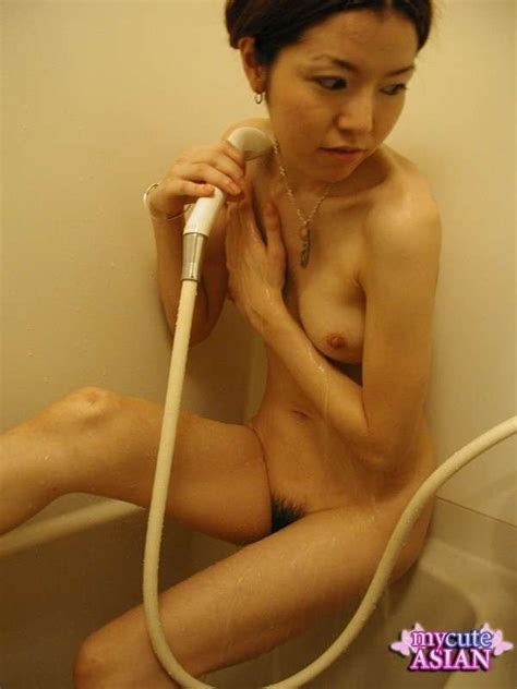 Japanese Amateur Takes Hot Shower