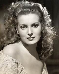 A strikingly beautiful portrait of actress Maureen O'Hara ...
