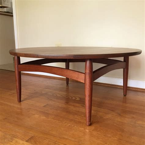 Discover our elaborate selection of round wood coffee tables & add style to any space! Mid Century Modern Circular Walnut Coffee Table - EPOCH