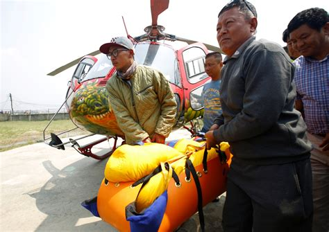 rescuers retrieve bodies   indian climbers  mount