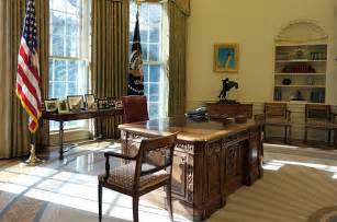 Obama Empty Chair Tweet by Obama S Personal Touches To The Oval Office Photo Essays