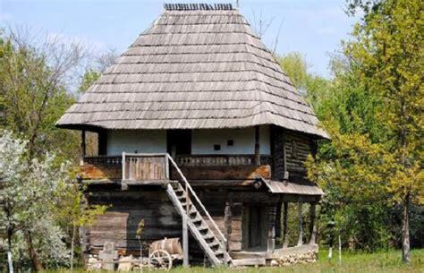 les maisons traditionnelles rurales en roumanie