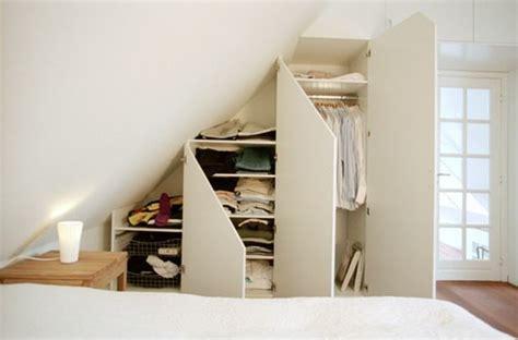 chambre b b sous pente 1001 idée pour un dressing sous pente gain de place