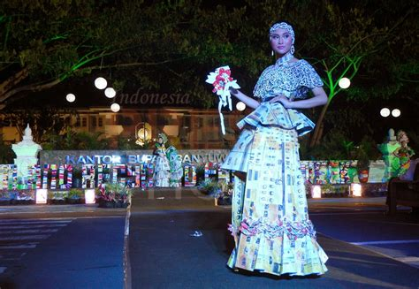 green recycle fashion parade busana  bahan daur ulang