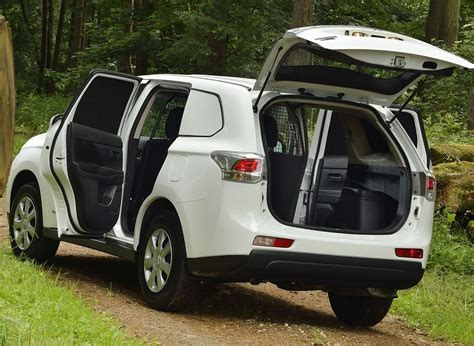 「mitsubishi Outlander Commercial Retains Best 4x4 Van Of