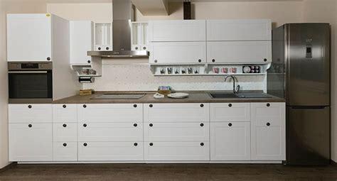 cuisine cuisine blanche plan de travail noir idees de couleur
