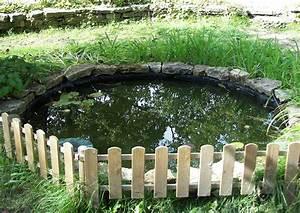 Kleiner Gartenteich Anlegen : kleiner gartenteich rundteich mit zaun ~ Michelbontemps.com Haus und Dekorationen