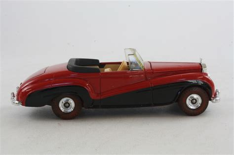 roll royce car 1950 corgi classics c814 1950 rolls royce silver dawn red