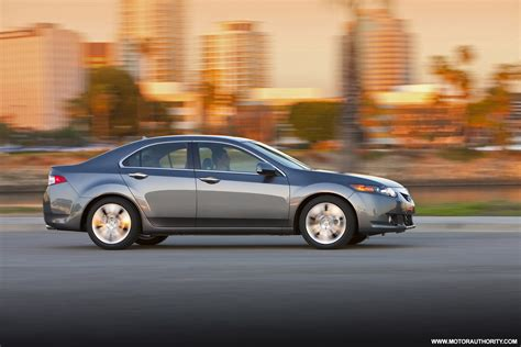 family luxury small sedans  acura tsx