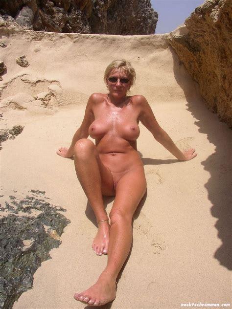 Strand granny nackt Strand